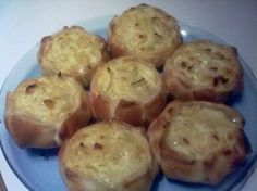 Caserissimo : CANASTITAS DE CEBOLLA Y QUESO Yummy Vegetable Recipes, Healthy Recipes, Muffin Tin Recipes, Mini Sandwiches, Salty Foods, Tasty, Yummy Food, Mini Pies, Sweet Tarts