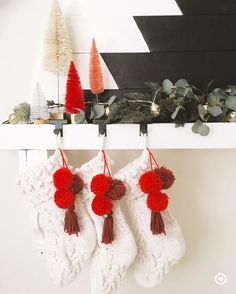 Crochet Earrings, Christmas Decorations, Bows, Mantles, Instagram, Fashion, Arches, Moda, Cloaks