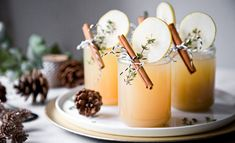 A winter drink with lillet blanc, pear juice and cinnamon syrup. Wonderful as an aperitif or just to enjoy. Winter Drink, Winter Cocktails, Winter Food, Lillet Berry, Cinnamon Syrup, Cinnamon Sticks, Food Garnishes, Starbucks Drinks, Vegetable Drinks