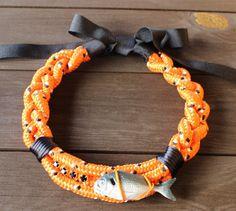 """Collar  """"Fish&chic"""" naranja y negro. Exclusivo, hecho a mano"""