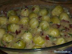 Aprende a preparar coles de Bruselas con jamón con esta rica y fácil receta. En una cazuela ponemos a cocer las coles con agua y sal durante 15 ó 20 minutos....