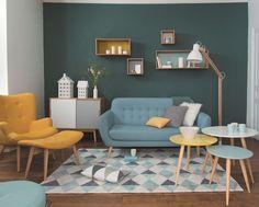 Jolie déco de salon avec canapé bleu canard type retro vintage ...