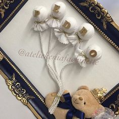 ✨Detalhes✨  Quadro decorativo - urso com balões  ✨ #lindo #luxo #delicadeza #ateliekeniafachinette #quadrodecorativo #quartomenino #quadrosmenino #decorandocomestilo #decorandoacasa #artesanato #decor #instadecor #decoração #feitoamao #arte #quartodemenino #quadromaternidade #temaurso #nomeembalões #temaursorincipe #quadrodecorativo #kithigiene #babyboy #decoraçãoinfantil #kitfofo #kitporcelana