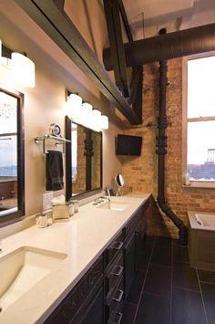 loft-renove-mur-briques-apparentes-parquet-salle-bains-tuyaux-apparents