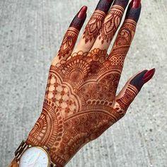 Circle Mehndi Designs, Pretty Henna Designs, Back Hand Mehndi Designs, Mehndi Designs Book, Mehndi Designs 2018, Mehndi Design Photos, Unique Mehndi Designs, Rajasthani Mehndi Designs, Indian Henna Designs