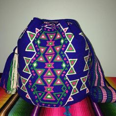 available 🌺🌺#wayuubags #chilabags #mochilabags #beach #bohochic #summerbags #beachbags #가방 콜롬비아 북부와 베네수엘라 북서 쪽의 과히 라 반도에 거주하는 아메리칸 인디언 민족 그룹인 와유(Wayuu)부족이 만드는 100% 핸드메이드제품 입니다. 컬러풀한 와유백의 색상은 와유부족의 삶과 일상생활이 담겨있습니다. #칠라백 #chilabags #모칠라백 #itbag #pompom #fashion #people #handmade #borsa #colorful #unique #handmade #ethnic #boho #bohemian #Colombia #wayuu #style #design #bag #needle #geometric #festival #bohochic