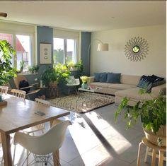 Wohnzimmereinrichtung Mit Petrol Und Beigefarbenem Sofa Aus Unserer Community Living Wohnzimmer Wandspiegel