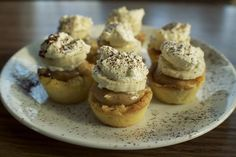 banana pie Here's another yummy sweet treat from Talia Christine. I have been in love with mini pies ever since Emma and I made Mini Peach Pies earlier this spring. So I was so so excited w Banana Caramel Pie, Banana Pie, Banana Coffee, Banana Cream, Mini Desserts, Just Desserts, Delicious Desserts, Dessert Recipes, Mini Peach Pies