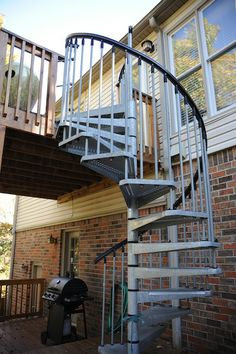 Enduro Steel spiral stairs installed on a recent deck  City of Huntsville nel Alabama #fontanot #fontanotshop #staircase #spiralstaircase
