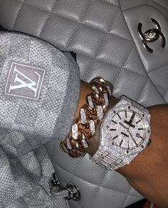 Image about luxury in bling bling bitches✨💎 by Mursal Boujee Aesthetic, Bad Girl Aesthetic, Cute Jewelry, Jewelry Accessories, Women Jewelry, Men's Jewelry, Women Accessories, Accesorios Casual, Bad And Boujee