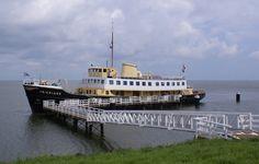 Medemblik - Wethouder Nederpelt zou uitgebreider onderzoek moeten doen naar het uitbreiden van de IJsselmeersteiger (achter het voormalige stadhuis in Medemblik) om riviercruiseboten daar te kunnen...