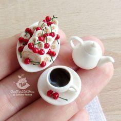 Наборчик в наличии Чашечка приклеена. Miniature of Polimer clay. Scale 1:12. Handmade. Welcome to my Etsy shop. Active link in my profile. Миниатюра из полимерной глины. Ручная работа. Масштаб 1:12.