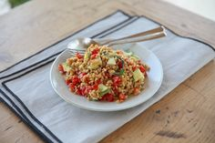 Learn how to make delicious Einkorn Farro Easy Summer Salad straight from the experts at Jovial Foods. Easy Summer Salads, Summer Salad Recipes, Beet Salad With Feta, Onion Relish, Nutritious Meals, Serving Dishes, Grain Free, Gluten Free Recipes, Foods