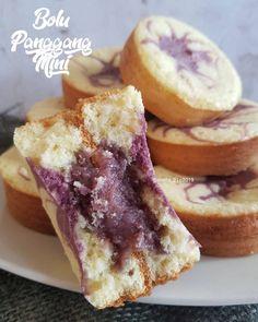 17 Resep dan cara membuat bolu panggang Instagram/@karlinaazis @saffina_bermawi Dessert Cake Recipes, Desserts, Bolu Cake, Resep Cake, Traditional Cakes, Brownie Cake, Indonesian Food, Indonesian Recipes, Bakery Cakes