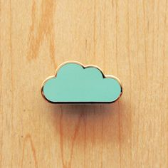 Para personalizar seus convite e tags, Faça um carimbo de eva e um pedaço de madeira e use a tinta certa para sua necessidade.Cloud Pin