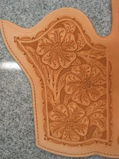 Billedresultat for free leather tooling patterns Tandy Leather, Leather Art, Leather Tooling, Leather Belts, Diy Leather Holster, Cowboy Holsters, Gun Holster, Sculpture Sur Cuir, Art Du Cuir