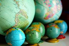 globe collection- for the boy's room! Globe Art, Map Globe, Vintage Globe, Vintage Maps, Vintage Vignettes, Vintage Travel, We Are The World, Small World, Vape