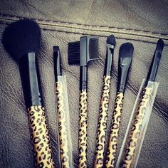 Cheetah brushes :) they're fucking LEOPARD print god damn! Learn your god damn animal print pattern people! Kiss Makeup, Love Makeup, Makeup Tips, Beauty Makeup, Hair Makeup, Hair Beauty, Makeup Goals, Beauty Stuff, Makeup Ideas