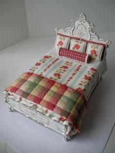 1:12 Scale Bespaq bed I dressed. by Ken Haseltine Regent Miniatures, via Flickr