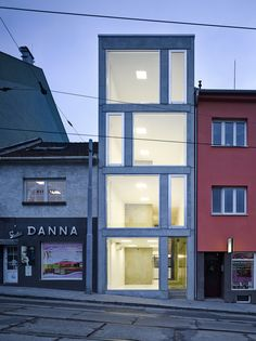 Image 6 of 36 from gallery of Mixed Use House  / Makovský & partners. Photograph by Manfred Seid