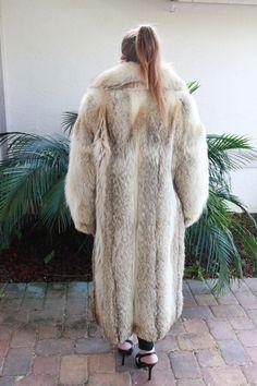 Fur Coat Outfit, Cosy Outfit, Coyote Fur Coat, Fox Fur, Long Fur Coat, Fur Coats, Fur Fashion, Womens Fashion, Fur Jacket