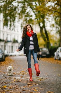 Red Hunter Boots, Red Rain Boots, Hunter Boots Outfit, Rain Boots Style, Outfits With Rain Boots, Womens Hunter Boots, Rain Boots Fashion, Snow Boots, Preppy Winter Outfits