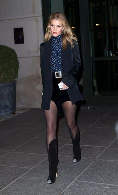 Best Of Celebrity Outfit 351 . the Most Fab and Drab Celebrity Outfits the Week Fashion Week 2015, 2000s Fashion, Girl Fashion, Fashion Outfits, Rose Huntington, Rosie Huntington Whiteley, Celebrity Outfits, Celebrity Look, Christmas Party Outfits