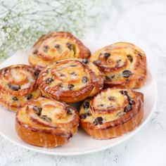 Strawberry Sheet Cakes, Strawberry Cinnamon Rolls, Homemade Banana Bread, Pan Dulce, Perfect Food, Yummy Cakes, Food Inspiration, Sweet Recipes, Baking Recipes