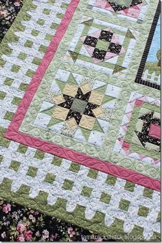 Wild Rose Cottage Quilt, the picket fence border is charming