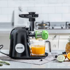 Everybody loves juice. The quality of your juice depends on the juicer used in n its making. This means that you need to acquire the top quality juicer Best Juicer Machine, Juicer Reviews, Centrifugal Juicer, Cold Press Juicer, Juice Extractor, Citrus Juicer, Juicers, Fruits And Veggies, Beets