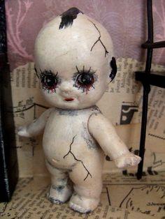 Kewpie is creepier than usual. Halloween Doll, Scary Halloween, Fall Halloween, Scary Baby Dolls, Creepy Dolls, Kewpie, Cupie Dolls, Zombie Dolls, Broken Doll