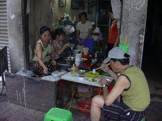 ベトナム、ハノイ(2005年)  旧市街の朝。