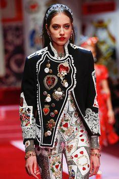 Detail / Dolce & Gabbana / Mailand / Frühjahr 2018 / Kollektionen / Fashion Shows / Vogue Fashion 2018, Fashion Week, Look Fashion, Fashion Details, High Fashion, Fashion Show, Fashion Design, Fashion Trends, Couture Fashion