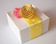 Paper Rose Favor Boxes: The DIY Tutorial on http://frogprincepaperie.com