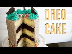 This giant Oreo cake has 5 layers of alternating vanilla and chocolate cake, paired with a drool-worthy Oreo buttercream. Time to see! Oreo Cake Recipes, Chocolate And Vanilla Cake, Oreo Buttercream, Plain Cake, Cake Style, Mud Cake, Fashion Cakes, Cake Videos, Cake Ingredients