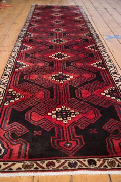 :: Multi-medallion tribal feeling runner with power colors of cherry red, stark white and a true black. Simplistic and minimalist weaving of strength. In scale and contrast is further emphasized by a