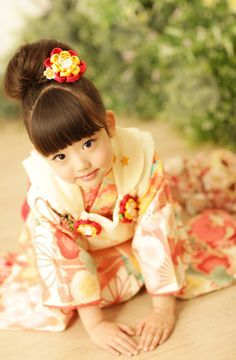 Collection of photos showing the beauty of Japan including landscape photos,Japanese martial arts, Samurai history and beautiful Japanese women. Beautiful Children, Beautiful Babies, Cute Kids, Cute Babies, Japanese Kids, Art Asiatique, Asian Kids, Japanese Outfits, Japanese Beauty