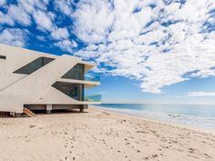 Malibu Beachfront Residence Mimicking the Clean Lines of an Ocean Liner