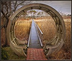 Moon Gate Benches - no tutorial or anything - but wouldn't this be awesome in your yard/garden!