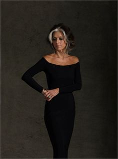 paola marella, I wish my hair would look like hers! Grey Hair Inspiration, Style Inspiration, Fashion Moda, Look Fashion, Silver Grey Hair, Gray Hair, Style Personnel, Beautiful Old Woman, 50 And Fabulous