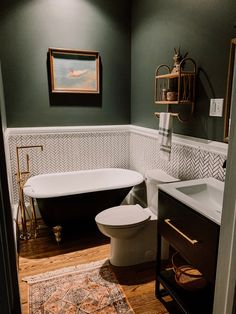 Bad Inspiration, Bathroom Inspiration, Upstairs Bathrooms, Master Bathroom, Free Standing Sink Bathroom, Dark Green Bathrooms, Bathroom Green, Small Dark Bathroom, Simple Bathroom