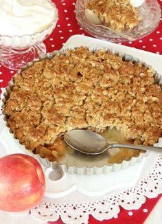"""Knäckig äppelpaj - JÄTTEGOD!!! (- minska strösocker till 1 dl)  Ät medan den är varm - """"täcket"""" stelnar o blir som knäck"""