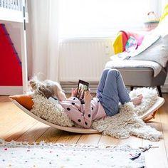 Ist der Hype um die Wobbel Boards eigentlich berechtigt? {Werbung} Oder sind die Balance Boards nur hübsche Staubfänger? Auf dem Blog findet ihr unsere Antwort - und für diejenigen unter euch, die sowieso schon ein @wobbelboard haben möchten, 15% Rabatt auf alle Wobbel Boards im wunderschönen @kyddo.shop. Bei Marina findet ihr übrigens ganz viel schöne Kleidung und Spielzeug mit Fokus auf Nachhaltigkeit, falls ihr den Shop noch nicht kennt. #wobbelboard #kinderzimmer #interior #eimsbüttel… Kids Art Galleries, Beste Mama, Childcare, Wooden Toys, Little Ones, Art For Kids, Kids Room, Homeschool, Play