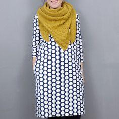 PDF -Schnittmuster ( E-BOOK in A4, Schnittbogen auch in A0) mit bebilderter Schritt-für-Schritt-Nähanleitung in 4 Doppelgrößen ( S bis XL) Kleid Nr.1 ist ein klassisches Kleid mit klarer Linienführung in leichter A-Linie und praktischen Nahttaschen. Die formgebende Naht im Rücken macht eine gute Figur. High Neck Dress, Dresses, Fashion, Sew Dress, Long Sleeve, Breien, Gowns, Line, Figurine
