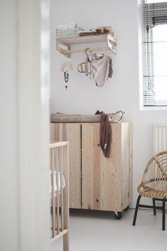 De kamer van Meggie, een babykamer vol zoete aardetinten Ikea Changing Table, Best Changing Table, Toddler And Baby Room, Baby Boy Rooms, Baby Room Design, Baby Room Decor, Happy New Home, Baby Room Neutral, Kids Bedroom