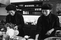 3,424 個讚,6 則留言 - Instagram 上的 MUJI無印良品(@muji_global):「 【I am MUJI 05】 黒のアーミージャケットを着てたシェフ Two chefs wore black army jackets(Place: #tokyo ) #muji #無印良品… 」