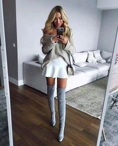 Stay chic and gorgeous by wearing these skirt outfits for winter - femalinea. Stay chic and gorgeous by wearing these skirt outfits for winter - femalinea. Girly Outfits, Skirt Outfits, Trendy Outfits, Fashion Moda, Look Fashion, Womens Fashion, Fashion Shoes, Luxury Fashion, Winter Fashion Outfits