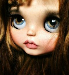 ADOPTED thanks for all your messages ;) I love her eyeschips Ooak Dolls, Blythe Dolls, Art Dolls, Pretty Dolls, Beautiful Dolls, Cool Cartoons, Cartoon Fun, Large Eyes, Doll Repaint