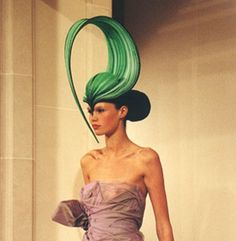 "Philip Treacy- Irish Milliner Gotta keep tabs on those Irish! -Philip Treacy is a ""hat maker"" born in Galway. Mad Hatter, Fascinator Hats, Fascinators, Headpieces, Philip Treacy Hats, Hat World, Crazy Hats, Fancy Hats, Royal College Of Art"