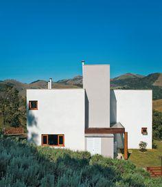 Fincada num vale de São Francisco Xavier, no interior de São Paulo, esta casa conjuga um jeito moderno com a doçura e a tranquilidade típicas do campo.